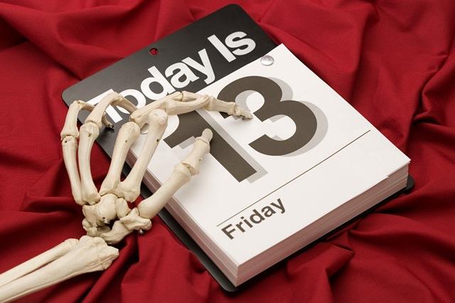 Viernes trece: Supersticion? Friday-the-13th-skeleton-calendar